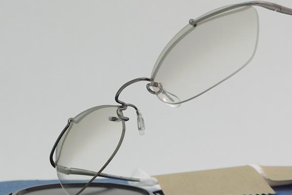 川崎和男公認店メガネのヤハギ